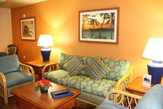 Worldmark Kihei: livingroom from lanai doorway