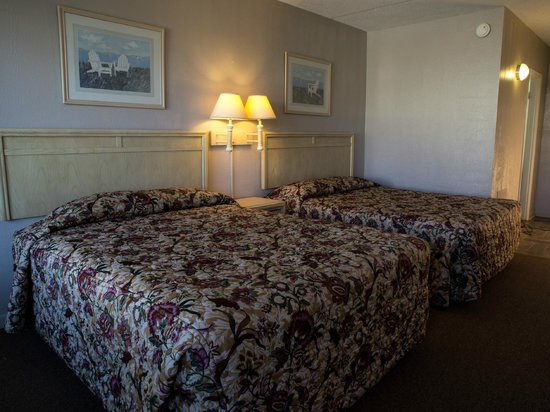 Summer Wind Inn & Suites: Street View Room