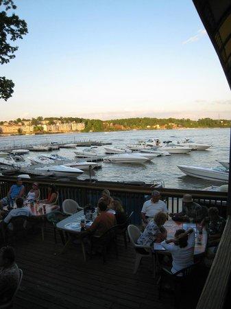 Dog Days Bar & Grill: boat dock