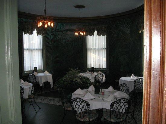 Lemp Mansion Restaurant & Inn: Dining room