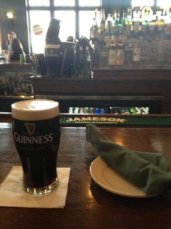 The Green Parrot: Perfectly poured Guiness!