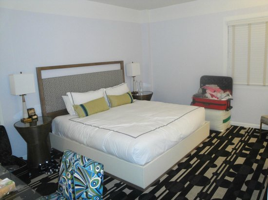Kimpton Surfcomber Hotel: King Bed