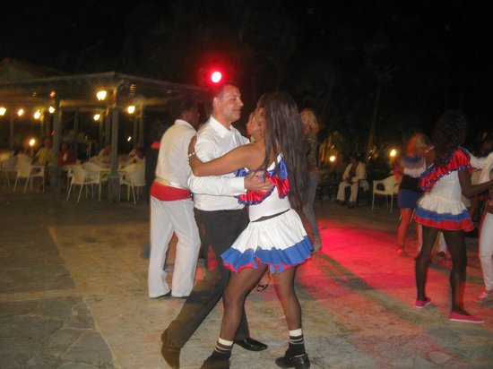 Catalonia Gran Dominicus: dance lesson after supper