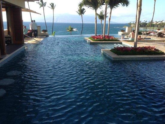 Four Seasons Resort Maui at Wailea: The infinity pool...