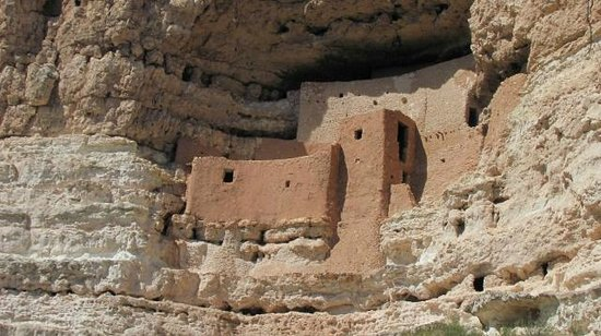 Montezuma Castle National Monument: The cliff dwelling of Montezuma Castle