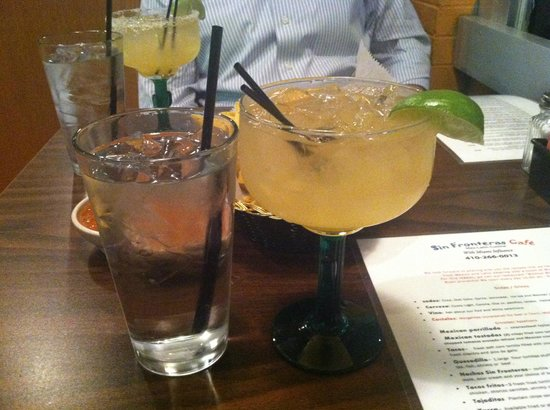 Sin Fronteras Cafe: Margaritas made with love!