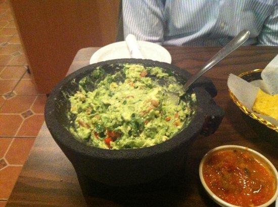 Sin Fronteras Cafe: WONDERFUL guacamole!