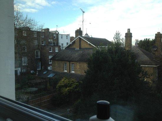easyHotel London Earls Court: vista dalla finestra <3