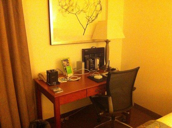 La Quinta Inn & Suites Santa Clarita - Valencia: Escritorio