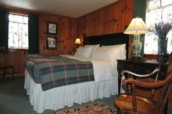 Colonial Pines Inn Bed Breakfast Highlands