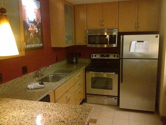 Residence Inn Harrisonburg : Two Bedroom Kitchen