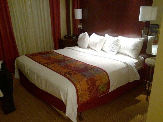 Residence Inn Harrisonburg : Two Bedroom - bedroom #2