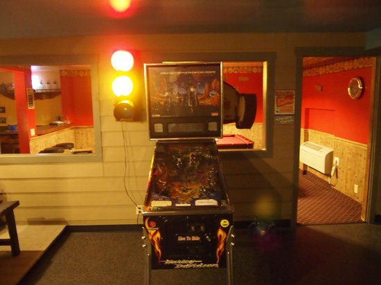 Logan Anniversary Inn: Pinball machine