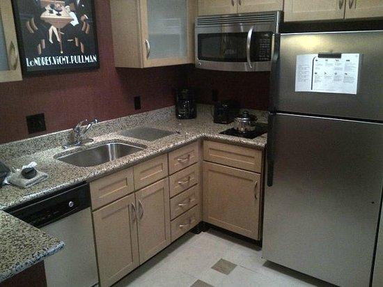Residence Inn Harrisonburg : Studio Suite - kitchen