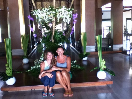 Natai Beach Resort & Spa, Phang-Nga: always fresh beautiful flowers in the Thai Style Lobby
