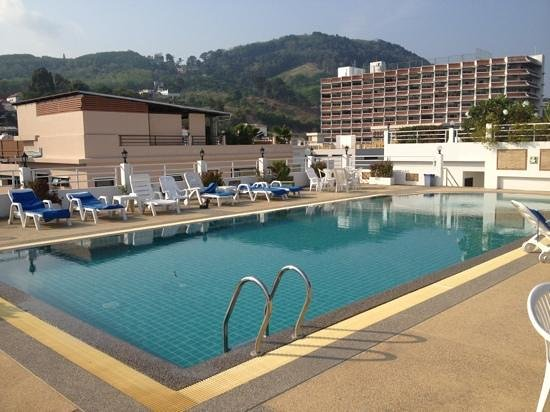 Issara Resort: бассейн на крыше