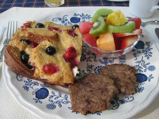 Colonial Pines Inn Bed and Breakfast: Red, White & Blueberry French Toast