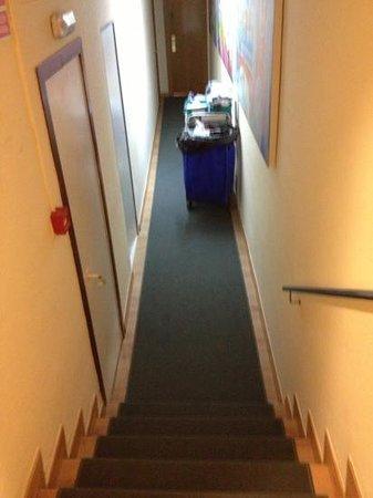 Hotel Platjador: pasillo hacia la habitación 411