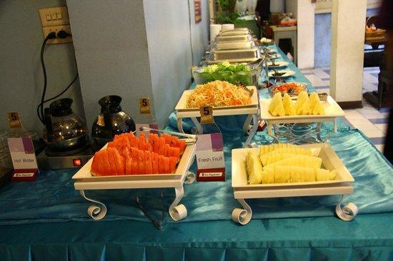 โรงแรมสวัสดี บางลําพู อินน์: Buffet Breakfast line