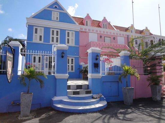 Scuba Lodge & Suites: Picture Perfect Exterior - Scuba Lodge