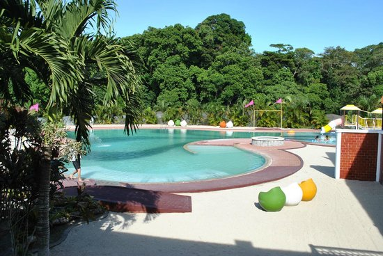 Chateau Royale Hotel Resort and Spa: Chateau Royale swimming pool area