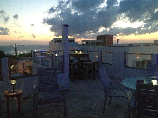 Casa Sirena Hotel: Rooftop at dusk