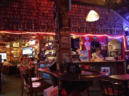 Cameron's Restaurant & Inn: Cameron's pub