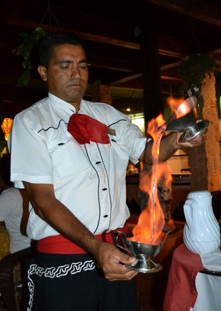 Hotel Casa Dona Susana: Betulio, our excellent waiter!