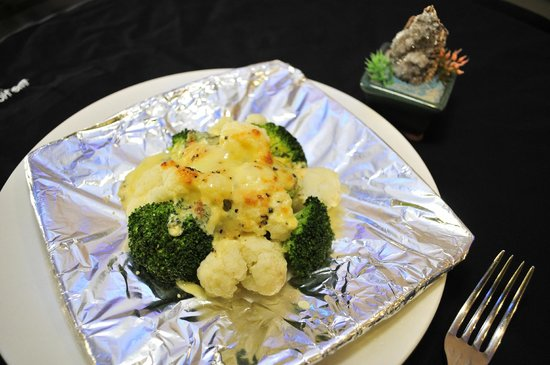 Man Yuan Fang: 乳酪焗双花   Baked Cauliflower & Broccoli  Top With  Cheesy White Sauce