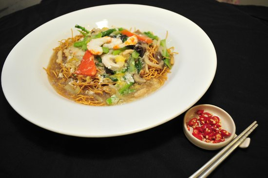 Man Yuan Fang: 香底伊面 Deep Fried Eee Mee Top With Cantonese Sauce