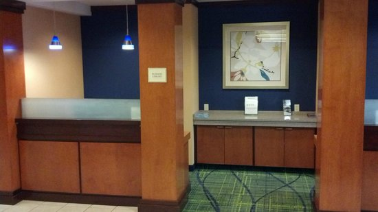 Fairfield Inn & Suites Cleveland Avon: Lobby Business Library