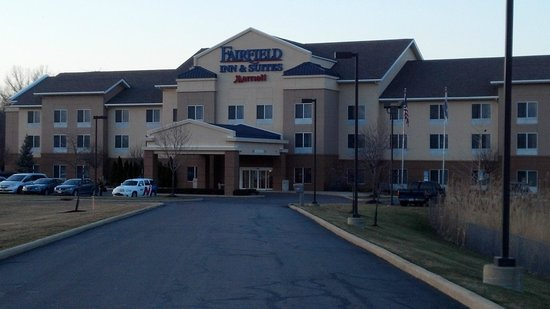 Fairfield Inn & Suites Cleveland Avon : Exterior of Building