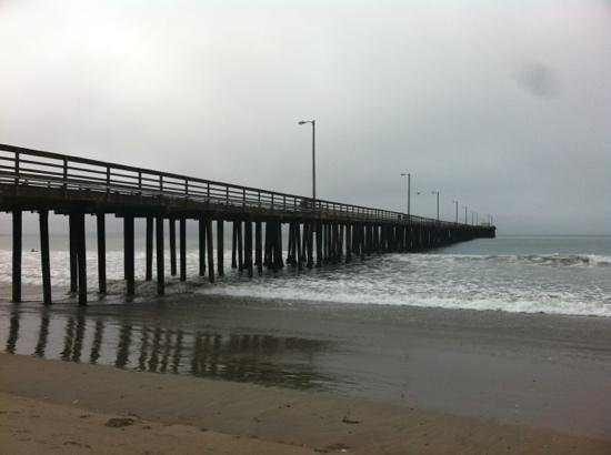 Avila Lighthouse Suites : Avila Pier - steps away from the hotel.