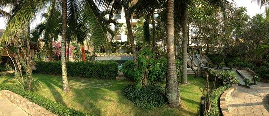 Saigon Domaine Luxury Residences: Garden