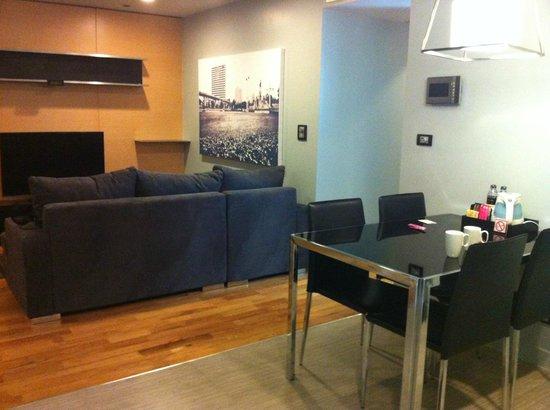 Quad Suites Silom : Living room