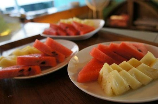 Sawasdee Smile Inn: Fruit corner