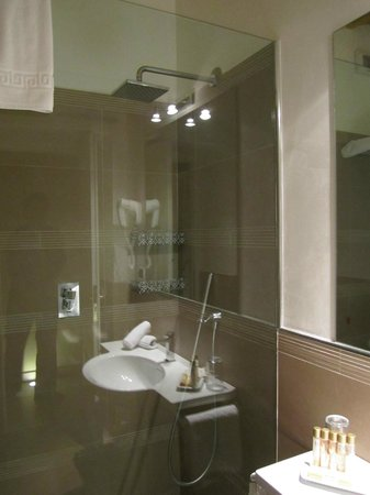 BDB Luxury Rooms Spagna: Sparkling bathroom