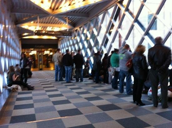 Minneapolis Skyway System : watching the st Patrick's parade from the skyway