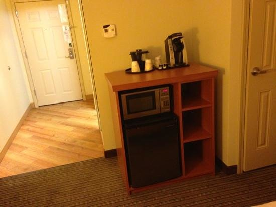 La Quinta Inn & Suites Chicago Downtown: microwave and refrigerator