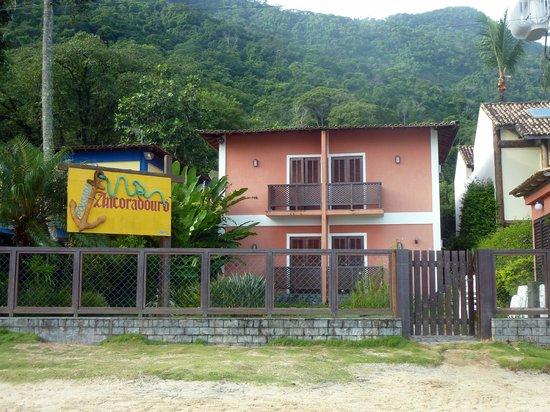 Pousada Ancoradouro Inn : Frente de la pousada desde la ptaia do Canto.