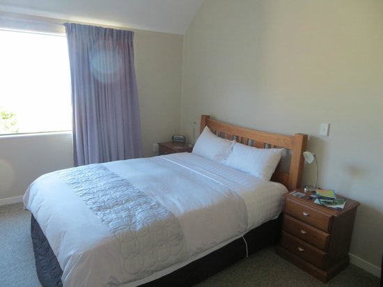 Split Apple Lodge: queen size bed with nice down duvet