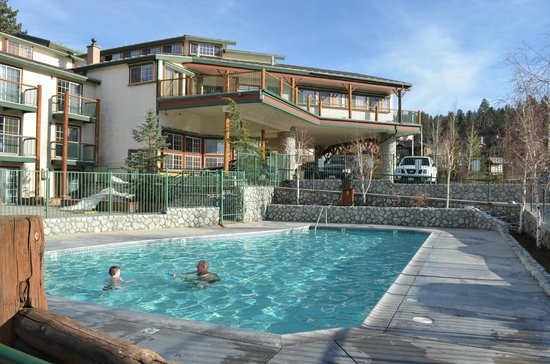The Lodge at Big Bear Lake, a Holiday Inn Resort: Heated pool area