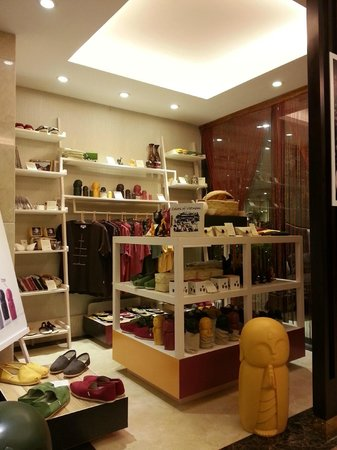Golden Silk Boutique Hotel: Gift Shop
