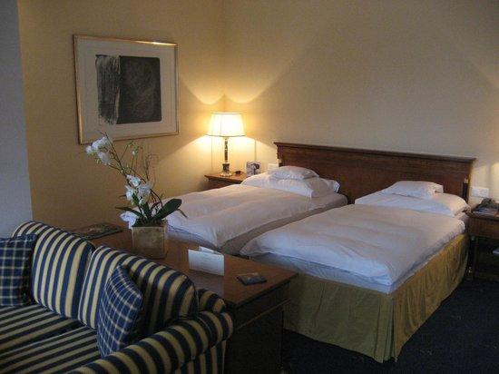 Grand Hotel Quellenhof & Spa Suites: Sleeping area of junior suite