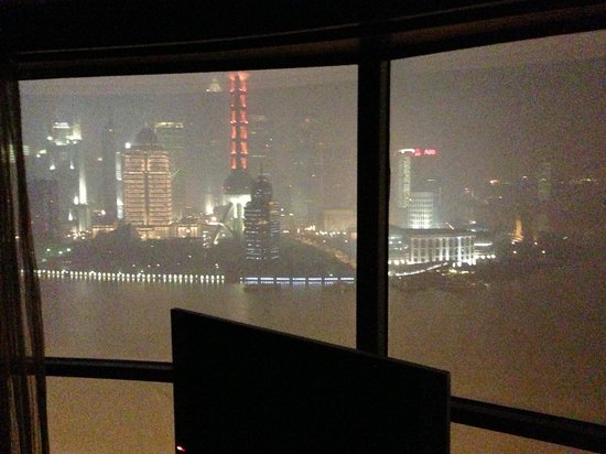 Hyatt on the Bund: View on Pudong at night