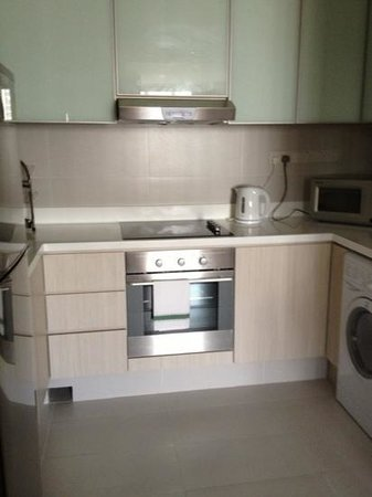 Park Avenue Clemenceau : kitchen with washer/dryer