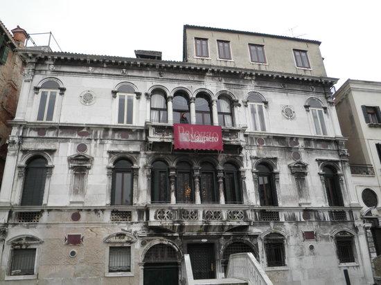 Residenza Ruga Giuffa: La facciata dell'hotel