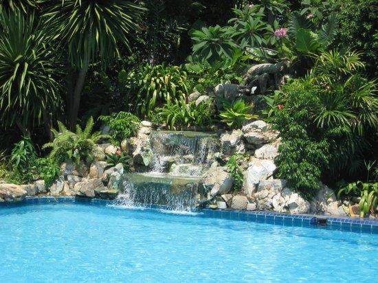 Garden Lodge: Wasserfall Am Pool