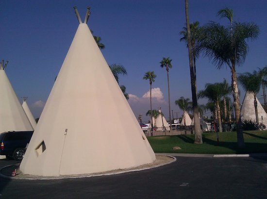 Wigwam Motel: The grounds