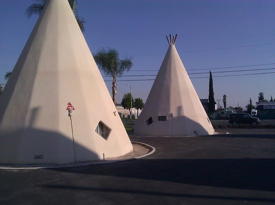Wigwam Motel: Newly painted Wigwams